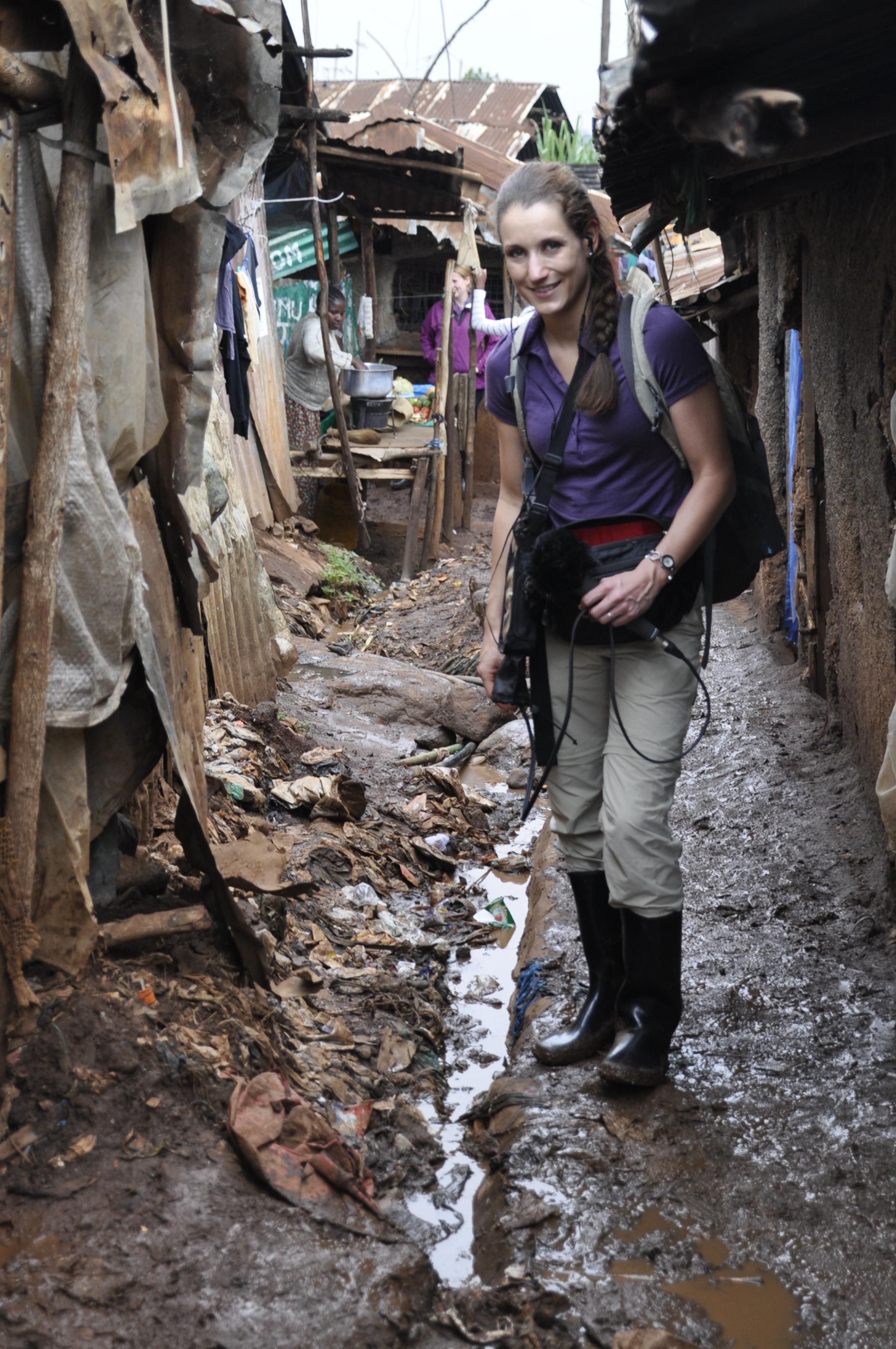 Autorin-in-Kibera_Serie_DSC4931